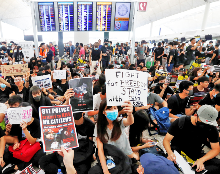 Demonstrators at Hong Kong airport shut down all flights Aug. 12-13. Hundreds of thousands of working people have been protesting over 10 weeks. Demands include direct elections.