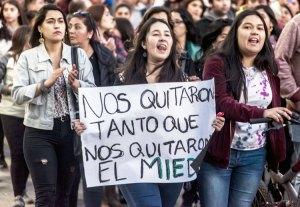 Jóvenes y uniones protestan ataques del gobierno en Chile