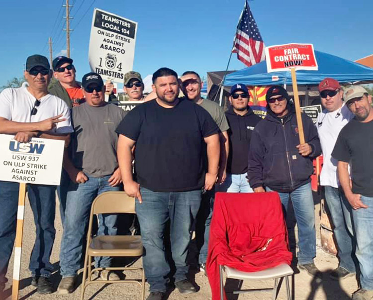 Strikers at 24-hour picket line at Mission Mine, Sahuarita, Arizona, Nov. 5, where Asarco is bringing in strikebreakers. Area working people are joining the pickets to show solidarity.