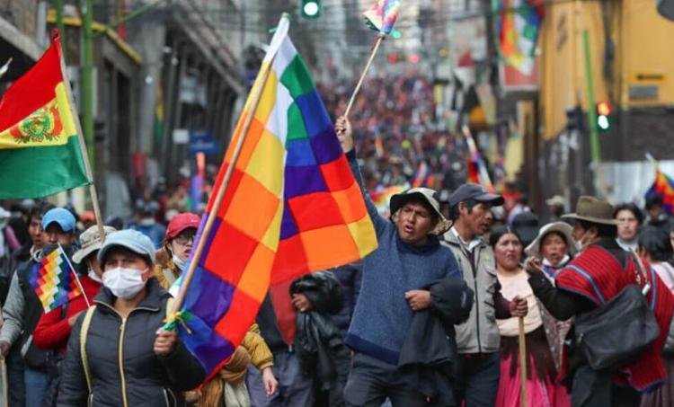 Manifestación en La Paz exige renuncia de dirigentes del golpe que provocó la caída del gobierno de Morales, y fin a la represión contra los trabajadores y las comunidades indígenas.