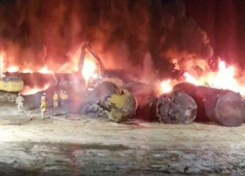 Canadian Pacific Railway oil train derailed, caught fire near Guernsey, Saskatchewan, Dec. 9. Rail bosses' drive for profit poses threat to safety of workers and those living along the tracks.
