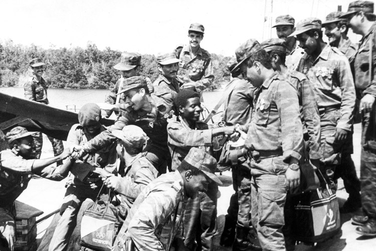 Departing Cuban internationalist volunteers bid farewell to Angolan combatants after victory defend-ing country's independence. Cuban, Angolan, Namibian forces defeated South African military in 1988, winning Namibian independence, reinforcing mass anti-apartheid struggle.