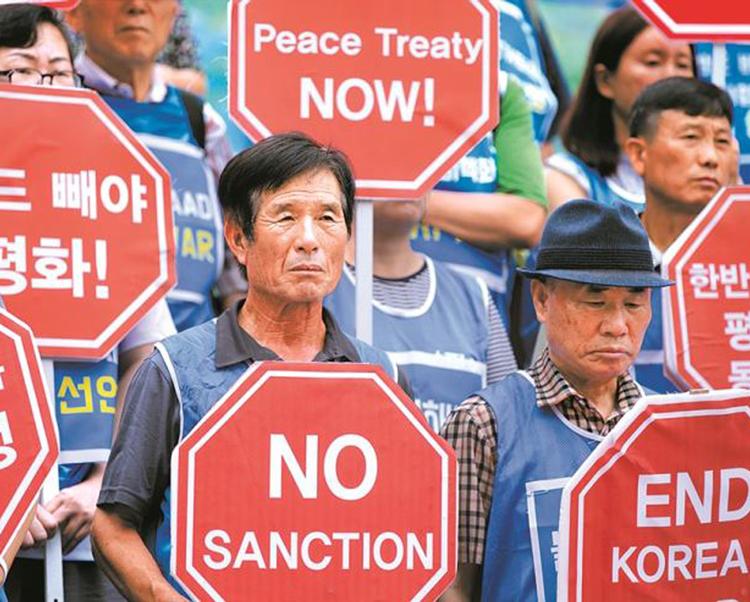 """""""Defendemos la lucha por la unificación de Corea"""", dice mensaje de PST a pueblo norcoreano en ocasión del día nacional el 15 de abril. Arriba, protesta in Seúl, Corea del Sur, junio de 2019."""