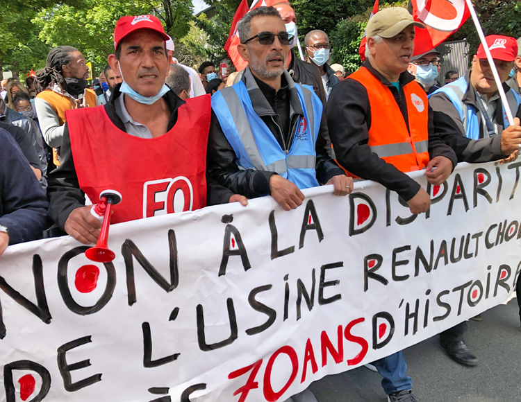 """Renault workers lead 1,000 autoworkers and their supporters in June 6 march to plant that bosses say they want to shutter. Lead banner says, """"No to the closing of the Renault-Choisy factory after 70 years of existence."""" Workers chanted, """"We won't move! Renault-Choisy is ours!"""""""