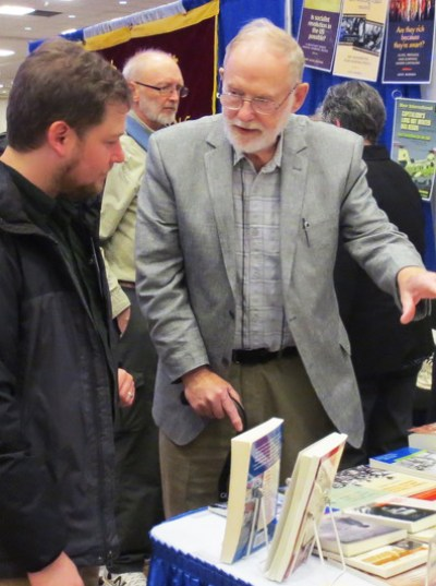 Gorton promotes books by SWP and other revolutionary leaders at Toronto 2017 convention of Association of Asian Studies.