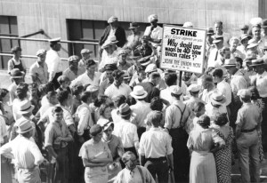 Strike by hosiery workers at Strutwear Knitting Co. in Minneapolis in 1935-36, one of militant struggles that built industrial unions in 1930s. Middle-class left dismisses as useless lessons of previous working-class battles in which workers transformed their conditions and themselves.