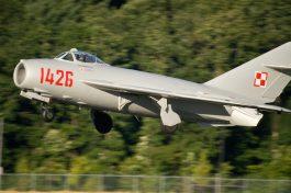 Comprare un MiG-17: ecco il velivolo in fase di atterraggio