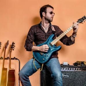 Michele Romeo, la chitarra, la malattia e l'America. Intervista al musicista millennial