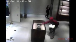 Thieves Steal Pricey Bottega Veneta Purses From Boutique on Chicago's Mag Mile (VIDEO)Cristina Laila