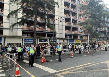 US Consulate staff in Chengdu evacuate office after Beijing orders closure