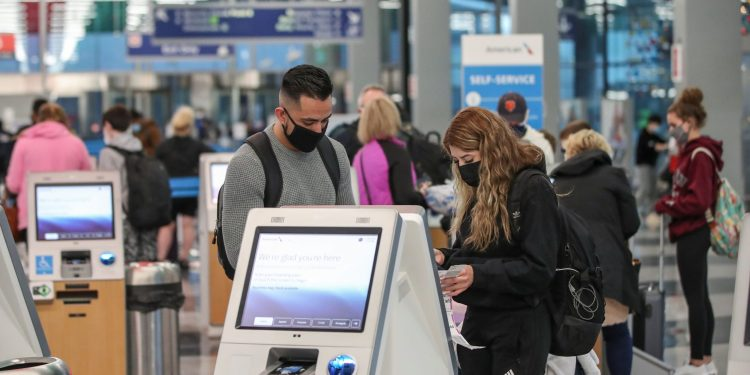 Airlines see holiday surge despite record increase in COVID-19 cases
