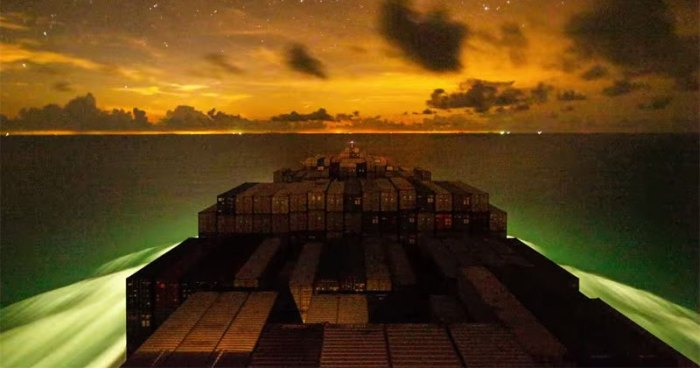 Incredible Timelapse Shows Container Ship's Journey from Vietnam to China