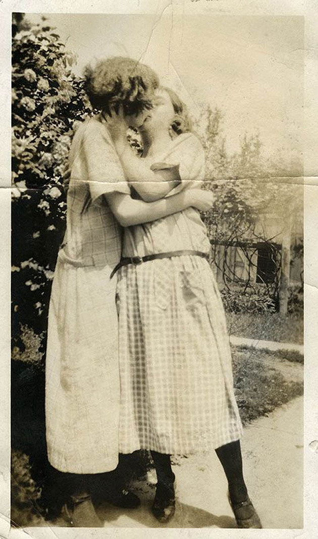 Vintage LGBT - Adorable Photographs of Lesbian Couples in
