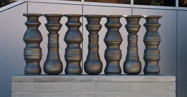 How ceramic vessels are used to create an optical illusion between the places!
