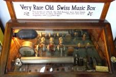 Very_Rare_Old_Swiss_Music_Box_-_Musée_Mécanique_-_San_Francisco,_CA_-_DSC02916