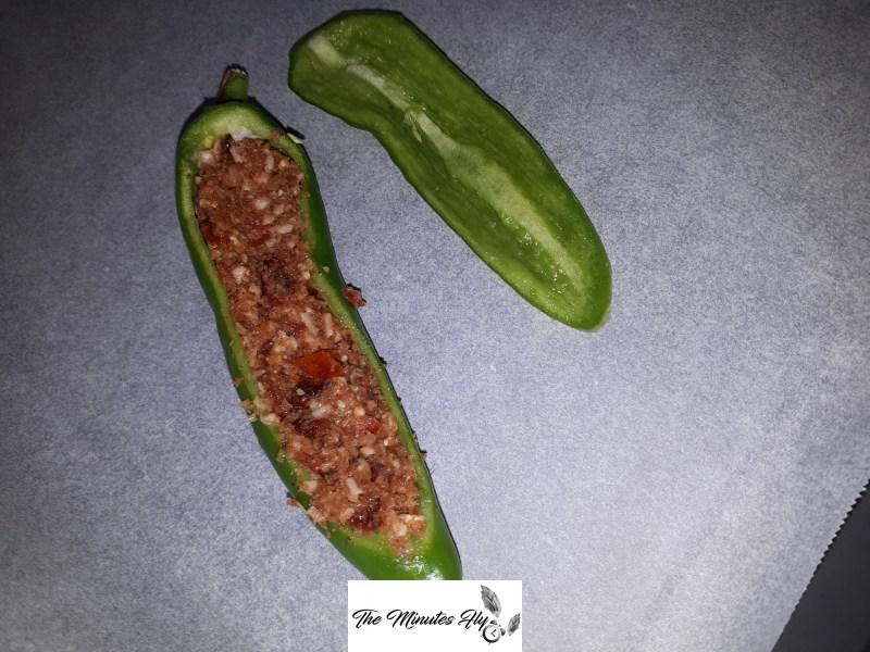friggitelli ripieni ai due pomodori - ricetta svuota frigo - the minutes fly