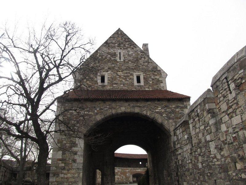 entrata castello - budapest - travel - the minutes fly - web magazine