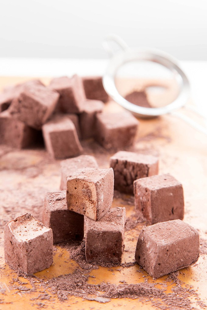 Chocolate Marshmallows #chocolate #marshmallow #ediblegift #candy #marshmallowrecipe #holidaygift #dessert #dessertrecipe | The Missing Lokness