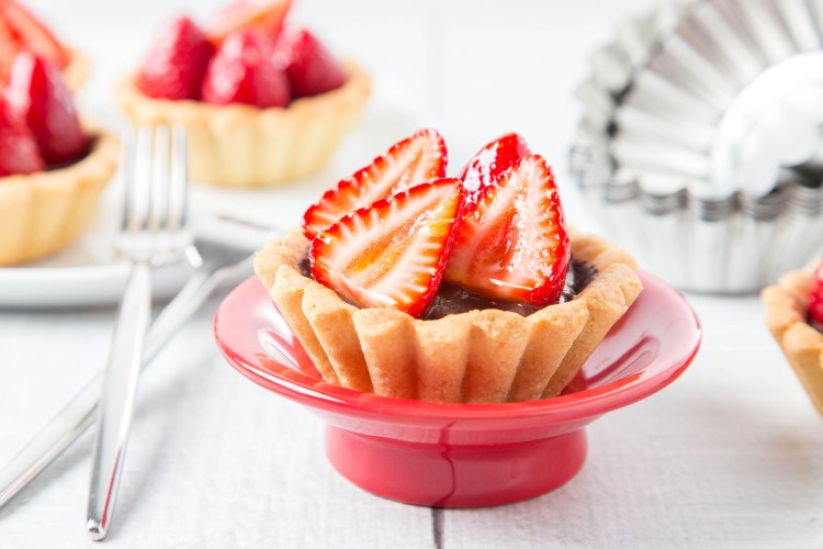 Strawberry Chocolate Tarts 5| The Missing Lokness