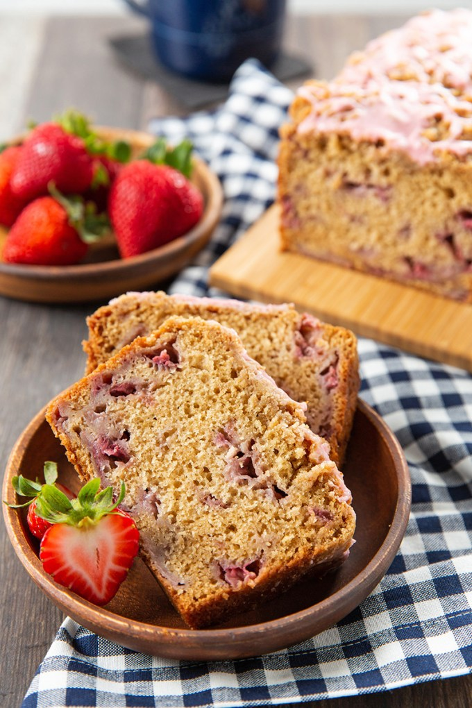 Strawberry Crumb Bread #strawberry #bread #breakfast #freezer-friendly | The Missing Lokness