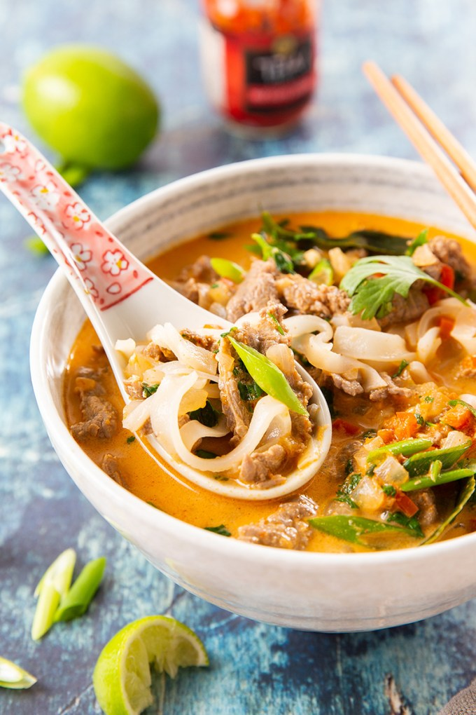 Thai Coconut Curry Beef Noodle Soup #thairecipes #coconutmilk #redcurry #noodlesoup #ricenoodles #beef | The Missing Lokness