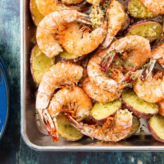 Garlic-Parmesan Roasted Shrimp #shrimp #parmesan #potato #seafood #onepot #onepotrecipe #onepan #dinnerrecipe #dinner | The Missing Lokness