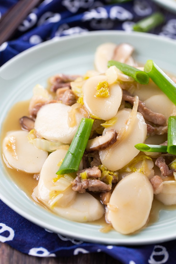 Stir-Fried Rice Cakes with Pork #stirfry #ricecake #chineserecipe #mushroom #pork #noodles #dinner #dinnerrecipe | The Missing Lokness