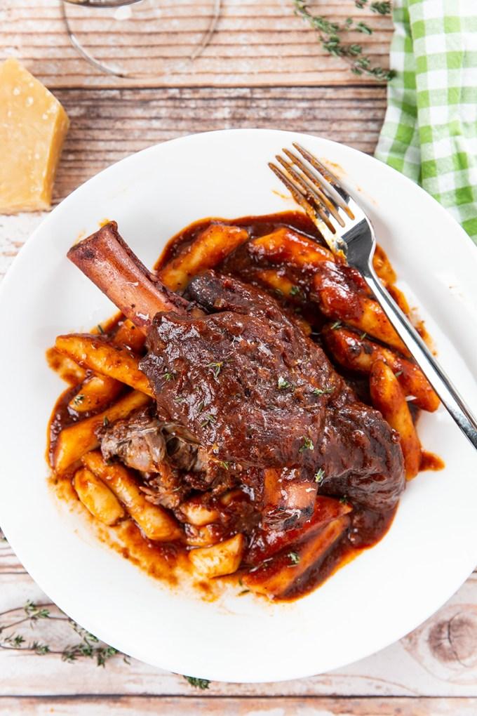 Red Wine Braised Lamb Shanks with Rice Cakes #lambshank #braising #ricecake #lamb #comfortfood #dinner #dinnerrecipe | The Missing Lokness