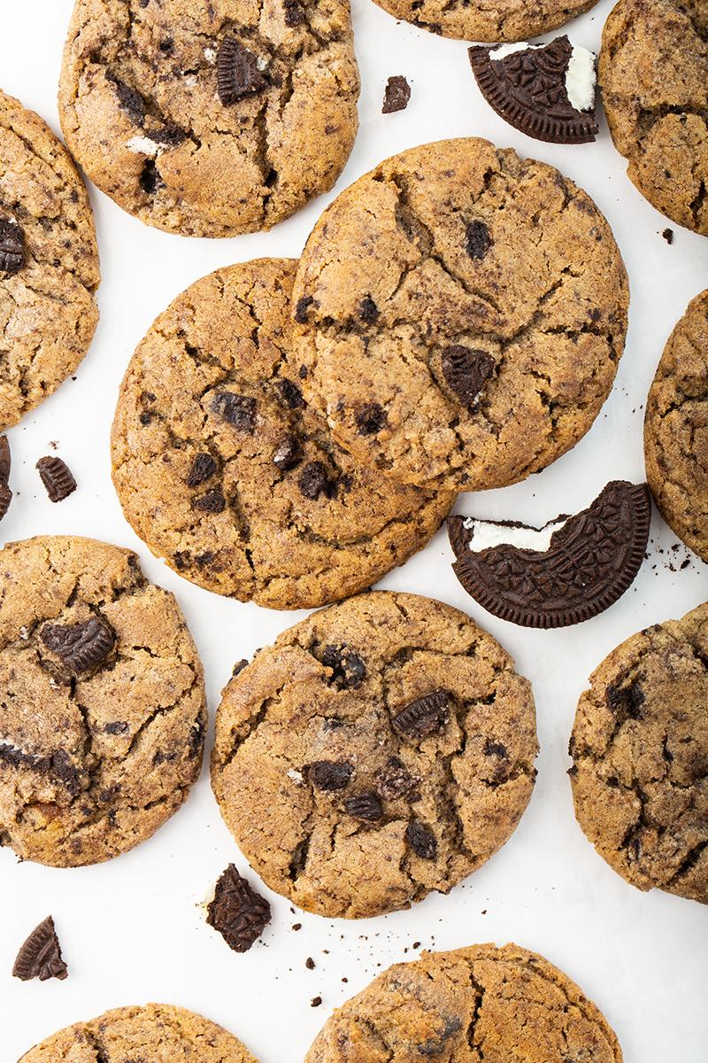 Chewy Cookies and Cream Cookies #cookie #baking #anthonyscookies #copycat #cookiesandcream #chocolate #ediblegift #dessert #dessertrecipe | The Missing Lokness