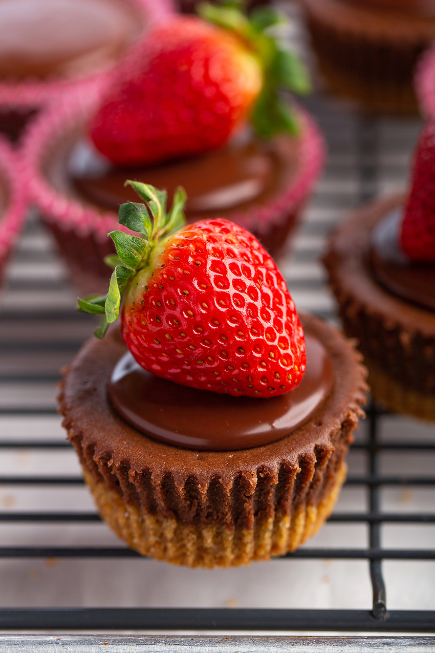 awesome thanksgiving desserts recipes: mini chocolate Nutella cheesecakes