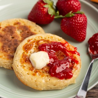 Crumpets #crumpet #britishrecipe #bread #breakfast #yeast #makeahead #breakfastrecipe #afternoontea #griddlecake | The Missing Lokness