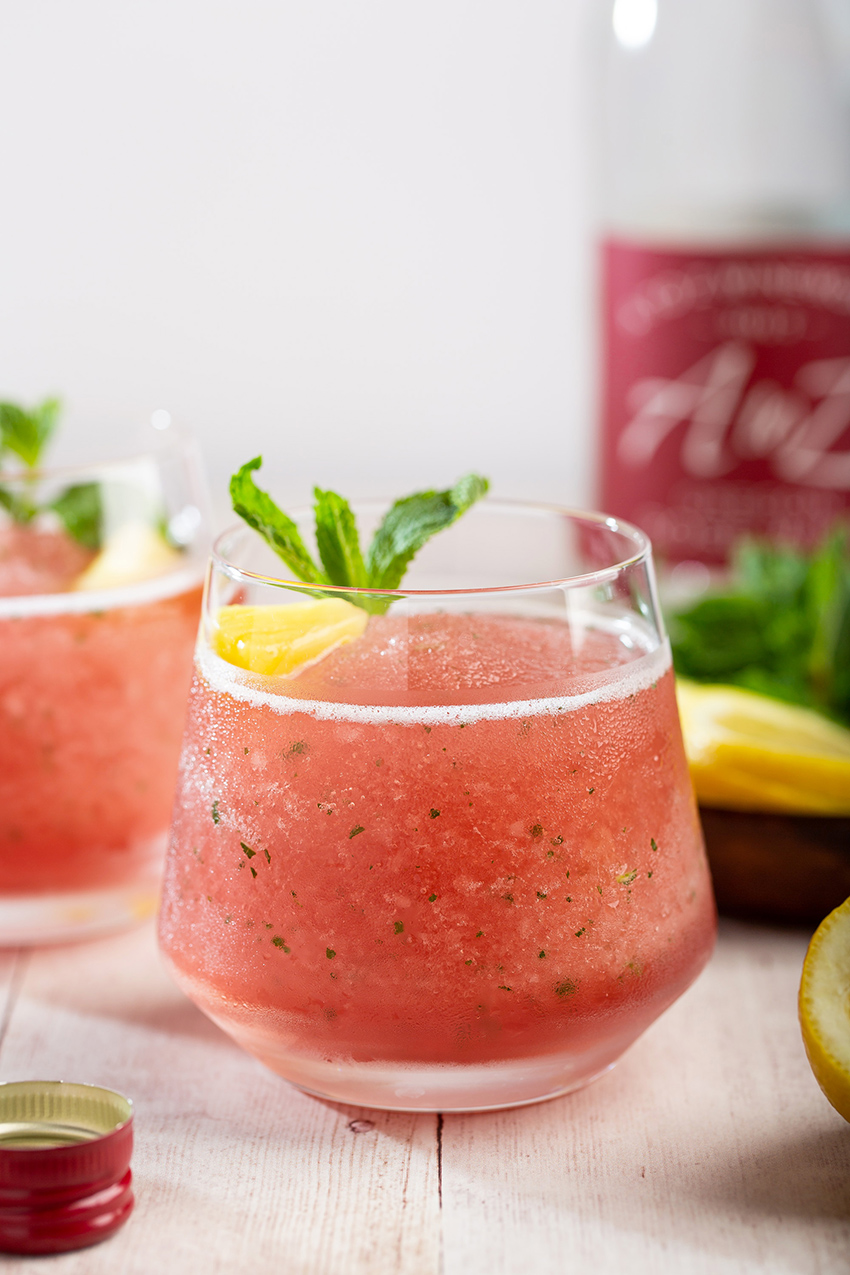 Pineapple Mint Frosé #frosé #rosé #wine #alcohol #frozendrink #slushie #pineapple #mint #summerrecipe #tropicaldrink #cocktail #mothersday | The Missing Lokness
