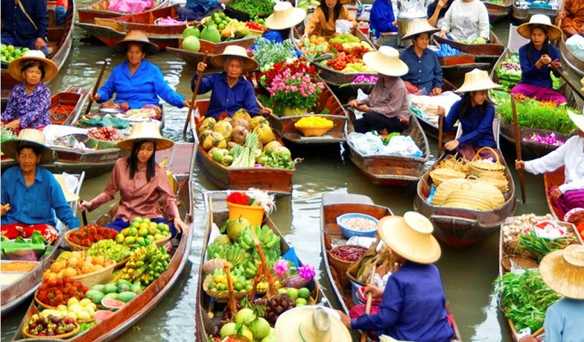 Floating-Markets-in-Asia-640x375