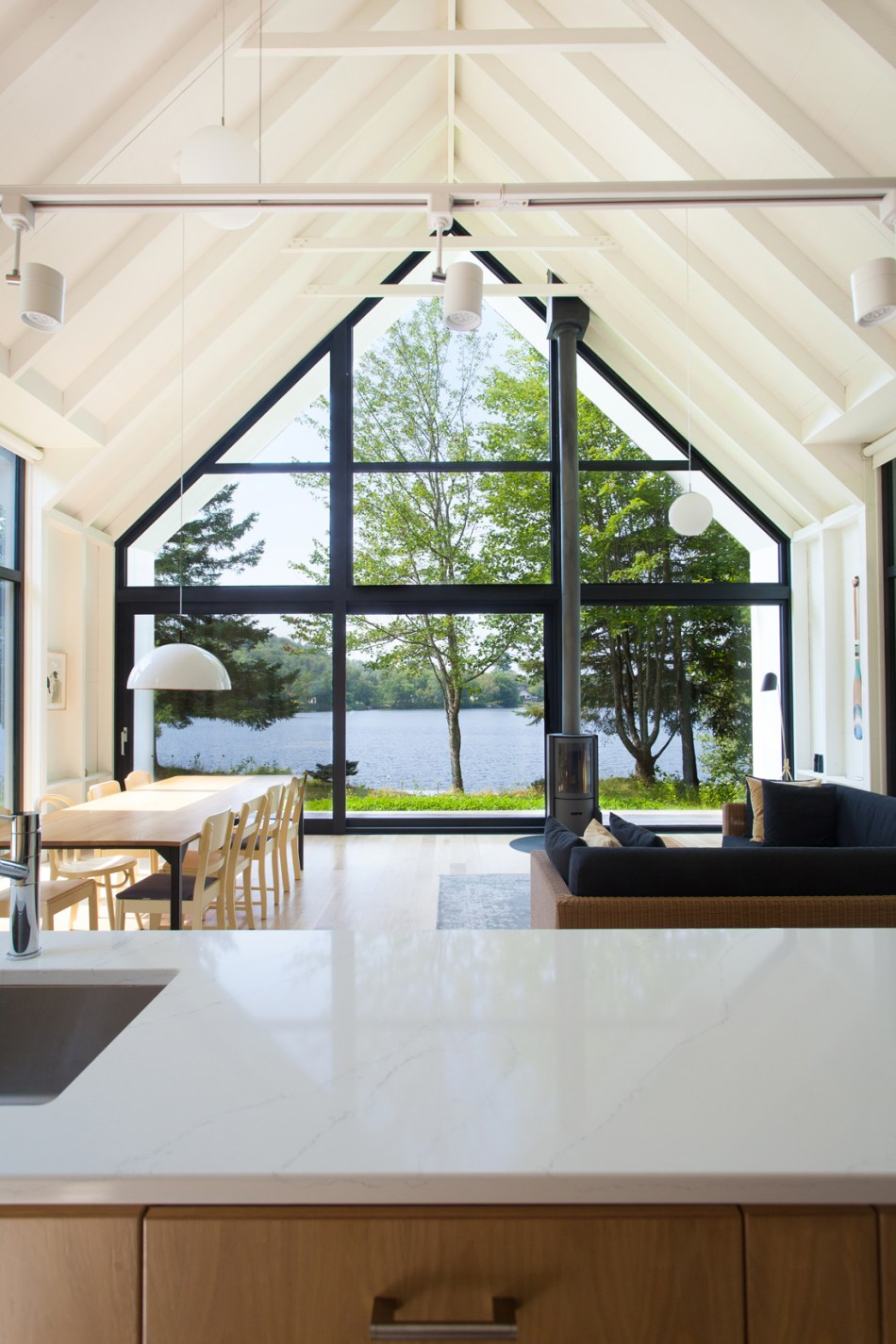 Lakeside-Cottage-by-YH2-architecture-13