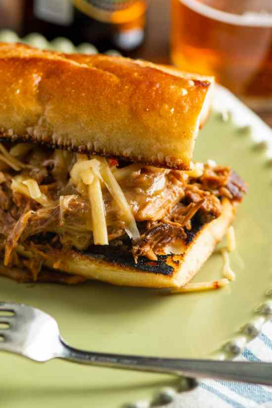 2-Ingredient Slow Cooker BBQ Pulled Pork sandwich