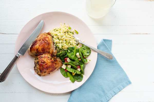 Greek Roasted Chicken Thighs / Cheyenne Cohen / Katie Workman / themom100.com