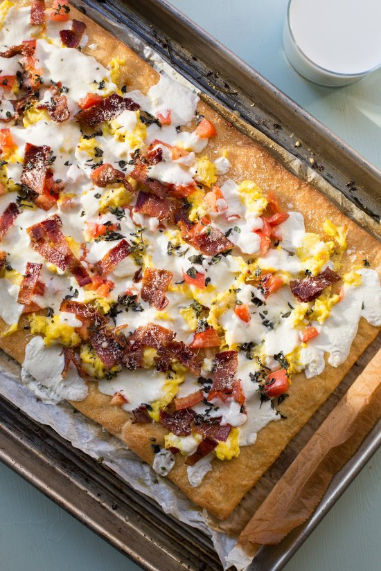 Bacon and Egg Breakfast Pizza / Sarah Crowder / Katie Workman / themom100.com