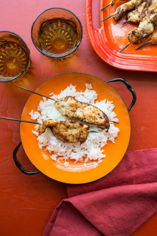 White rice with chicken skewers