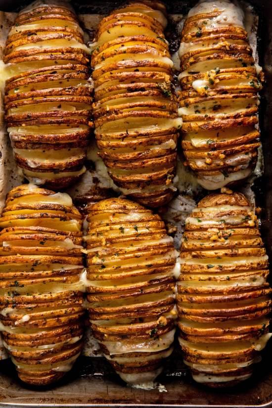 Easy Baked Cheesy Loaded Hasselback Potatoes Recipe