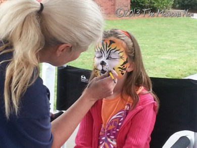 Tiger getting face painted