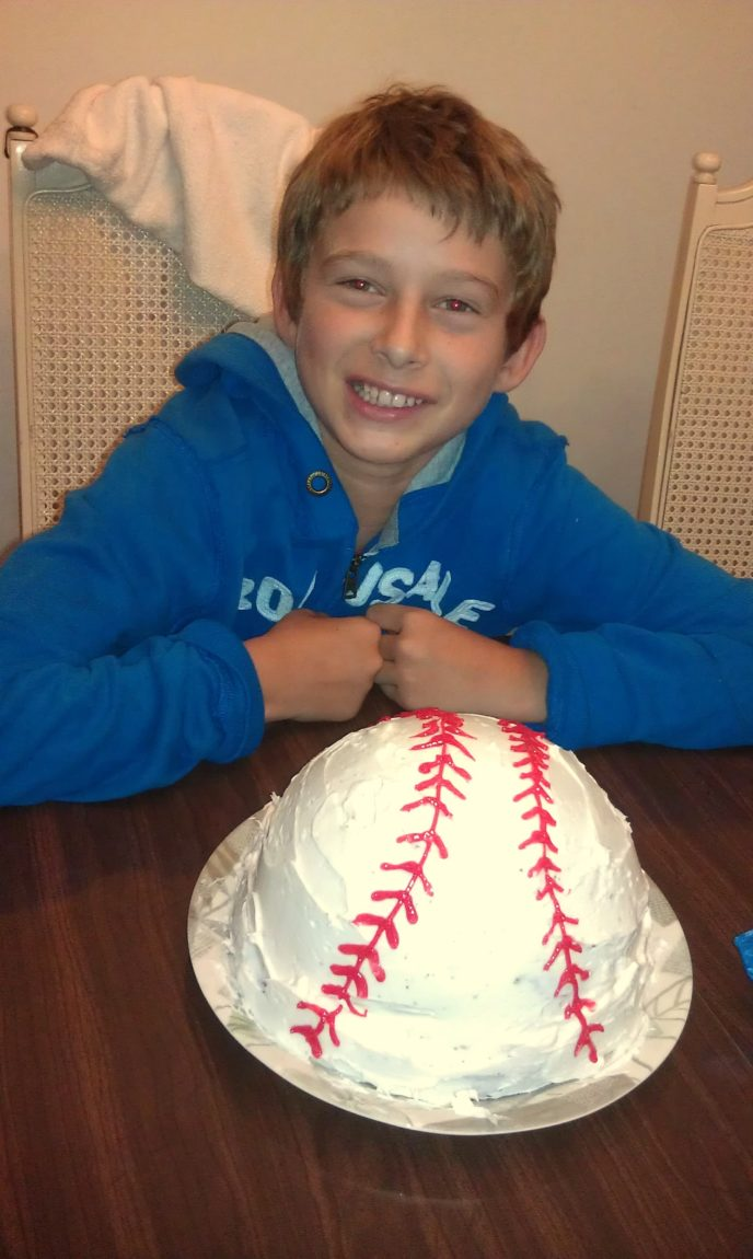 how to make a basesball cake