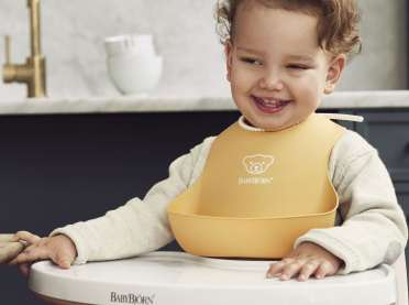 Self-cleaning Bibs with catcher