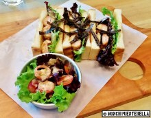 Garlic Sesame Kani Furai (P250): Breaded crabstick, sesame dressing and lettuce sandwich, topped with shredded nori wrapper. Served with a side salad of tomatoes, grapes, and lettuce with sesame dressing.