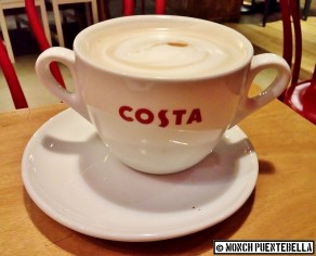 Latte (P145 / Massimo size): Coffee with steamed milk, a toned-down version of the Americano.