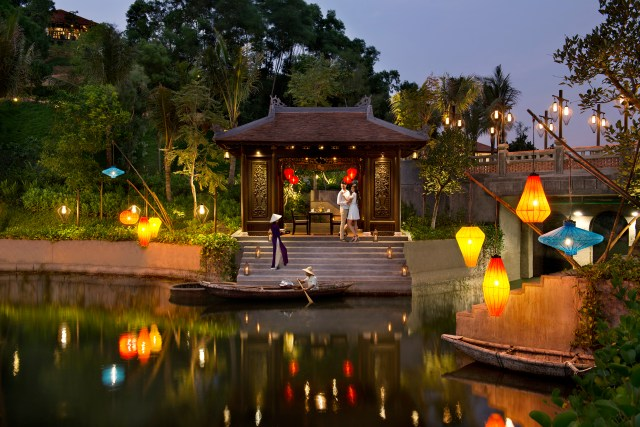 Banyan Tree Lăng Cô_Destination dinning - In the mood for love.jpg