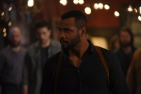 """SHADOWHUNTERS - """"Those of Demon Blood"""" - After several Shadowhunters are killed, The Institute turns to controversial methods to prevent a Downworlder uprising in ÒThose of Demon Blood,Ó an all-new episode of ÒShadowhuntersÓ airing Tuesday, June 19 (8:00 - 9:00 PM ET/PT). (Freeform/John Medland) ISAIAH MUSTAFA"""