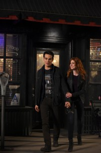 """SHADOWHUNTERS - """"Those of Demon Blood"""" - After several Shadowhunters are killed, The Institute turns to controversial methods to prevent a Downworlder uprising in ÒThose of Demon Blood,Ó an all-new episode of ÒShadowhuntersÓ airing Tuesday, June 19 (8:00 - 9:00 PM ET/PT). (Freeform/John Medland) ALBERTO ROSENDE, KATHERINE MCNAMARA"""