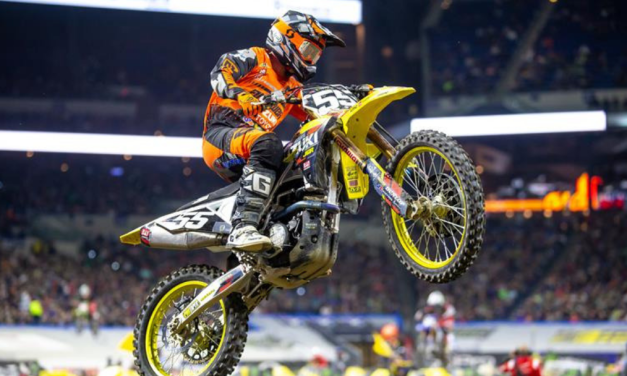 SUZUKI RIDERS FIGHT HARD AT INDY SUPERCROSS