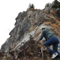 Aah.. If Sanjay can climb over, he'll get a better view of the steep fall down the cliff face