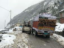 A camper carefully being manoeuvred around a loaded truck; Photo: Abhinav Kaushal